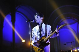 Prince canta no Grand Palais in Paris, em 2009