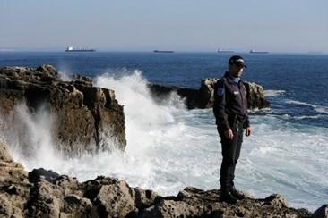Resultado de imagem para Encontrados corpos dos dois homens que caíram ao mar junto à Boca do Inferno